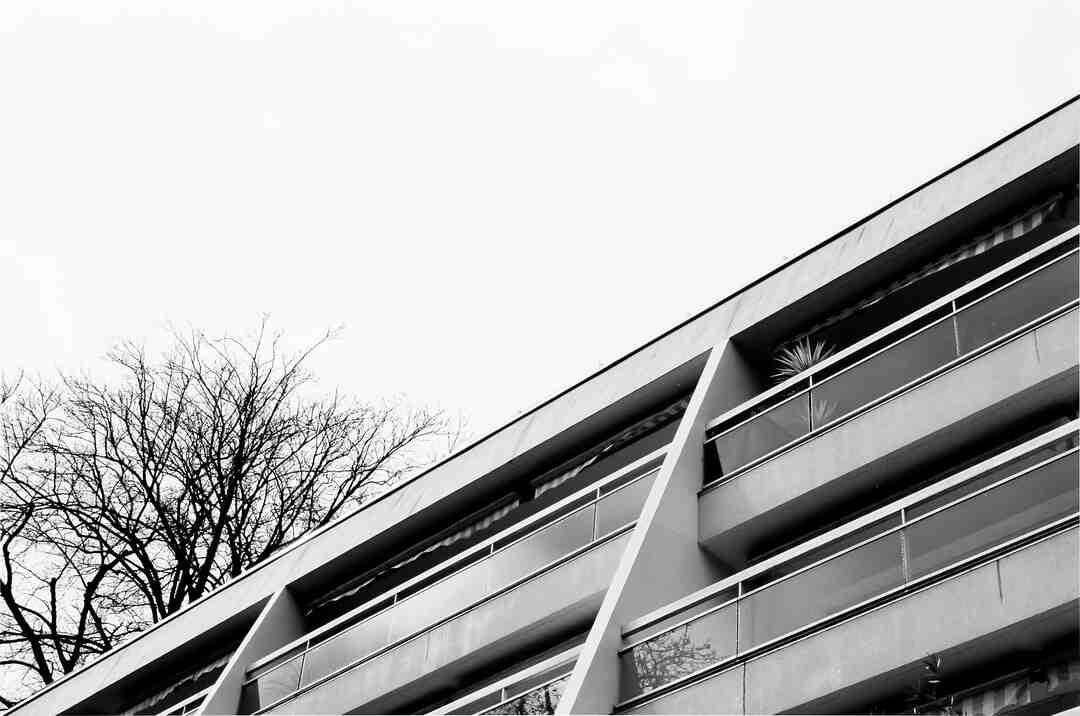 Comment poser du carrelage sur une terrasse pas droite ?